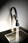 HKPW557YOSIK Hybrid смеситель для кухни электронный, корпус никель PVD, силикон черный